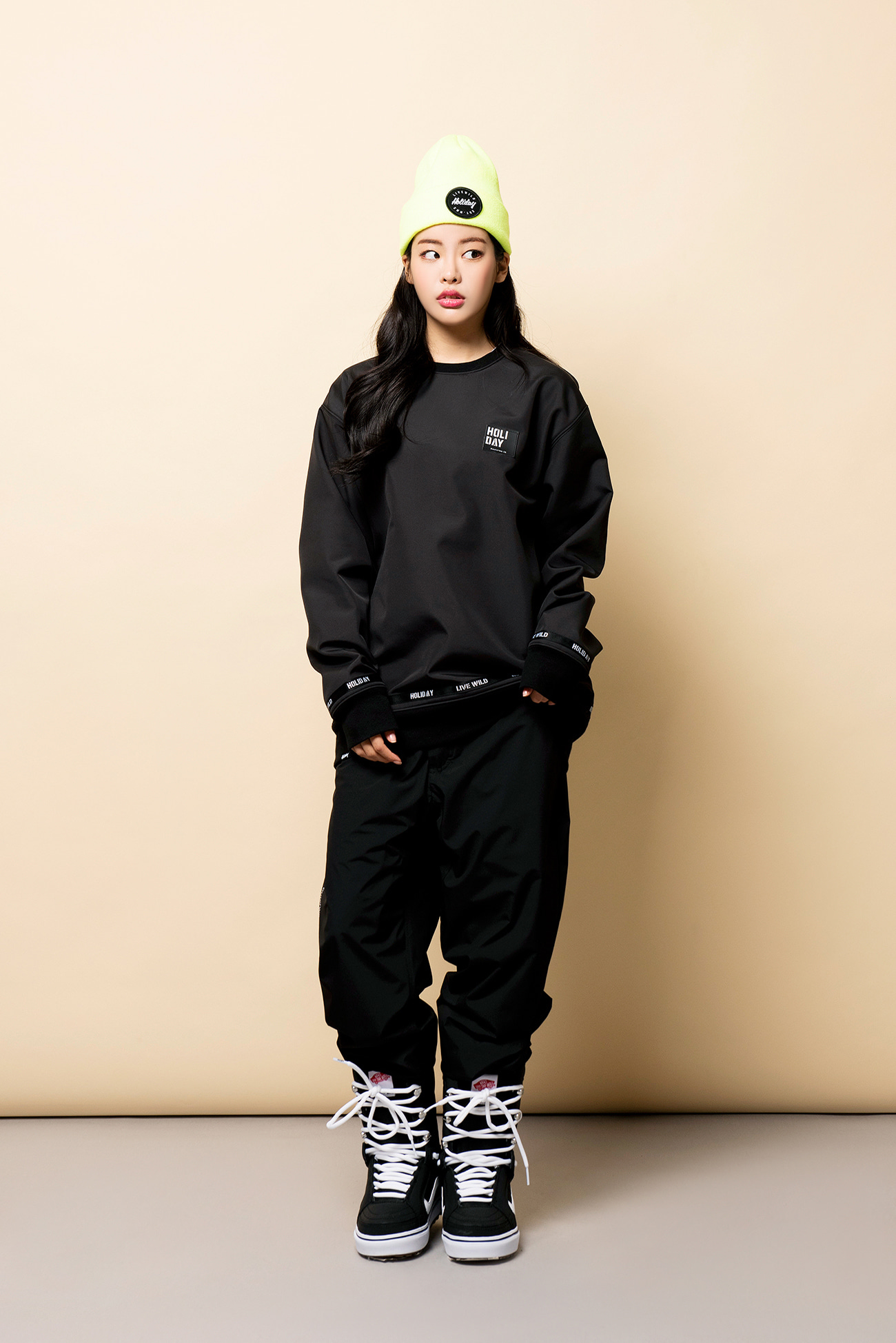 DOPE crewneck - blackHOLIDAY OUTERWEAR